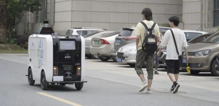 Alibaba robotlarla paket teslimatına başladı, işte detaylar