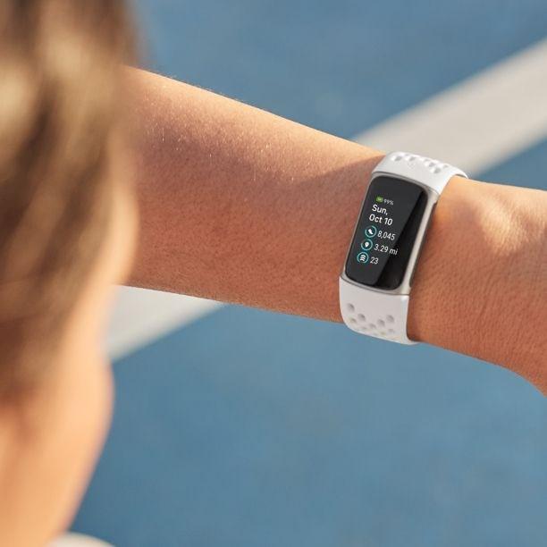 Fitbit Charge 5 tanıtıldı
