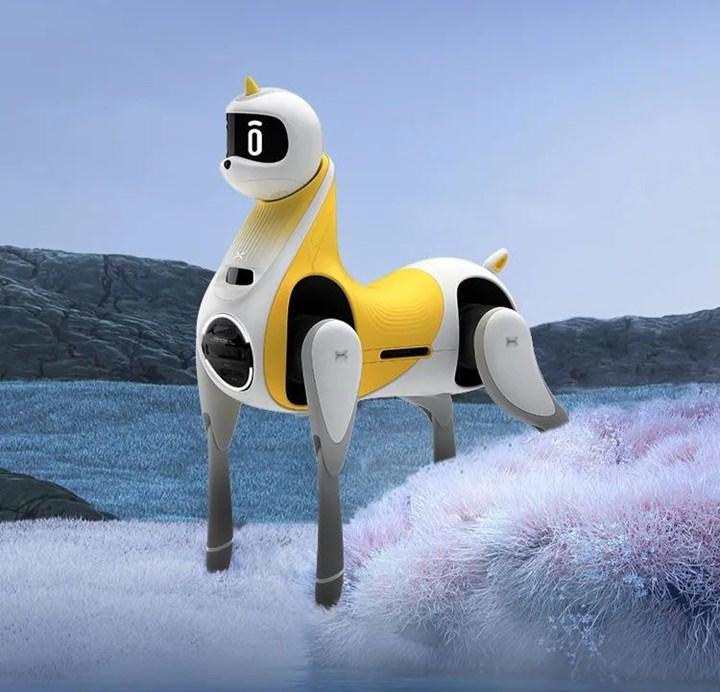 Dünyanın ilk binilebilir robotik atı tanıtıldı