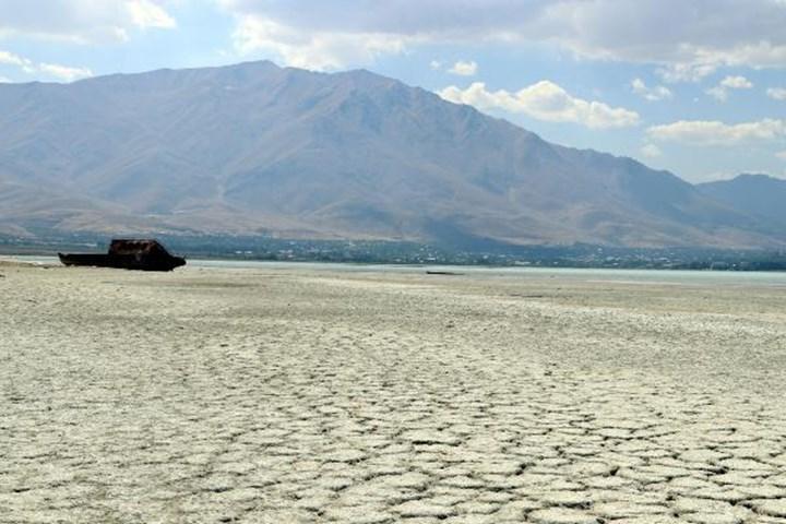Van Gölü'nün suları 1 km çekildi