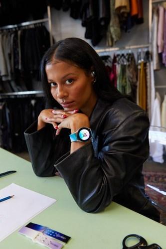 Samsung, elma kabuğundan yapılan saat kayışlarını piyasaya sürdü