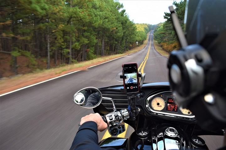 Apple uyardı: Motosikletiniz iPhone kamerasına zarar verebilir