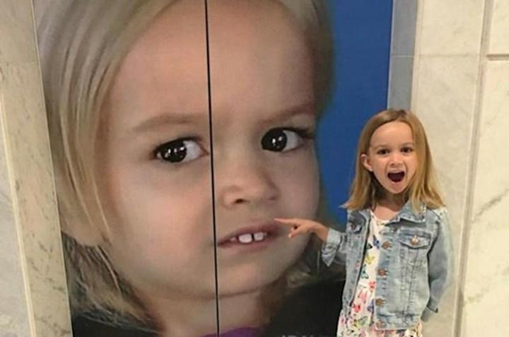 """Ünlü """"Yan Bakan Chloe"""" fotoğrafı NFT olarak satıldı"""