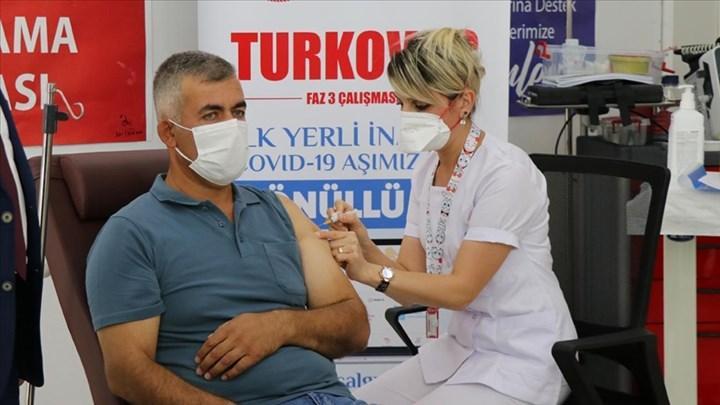 Yerli aşıyı olan bir gönüllü