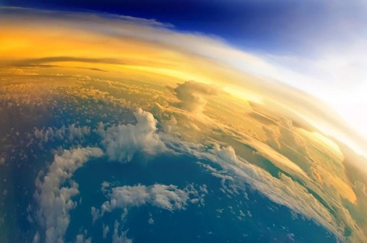 Parlak bulutlar azalıyor