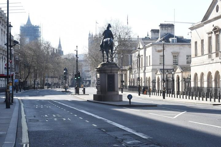 Covid-19 sebebiyle boş İngiltere sokakları