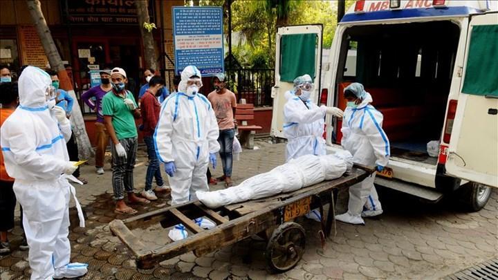 Hindistan'da Covid-19 ölümleri artıyor
