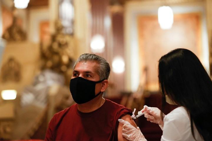 Los Angeles'tan işletmelere girmek için aşı zorunluluğu kararı