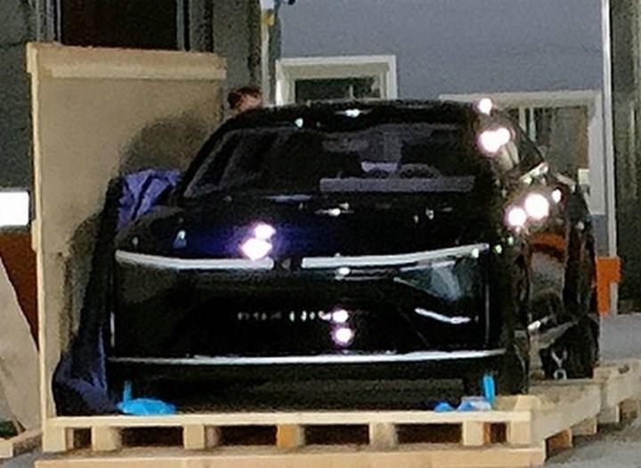 Foxconn'un Foxtron markalı ilk elektrikli otomobili ortaya çıktı