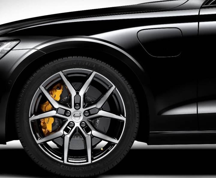 Yeni Volvo S60, özel bir performans paketiyle birlikte geliyor
