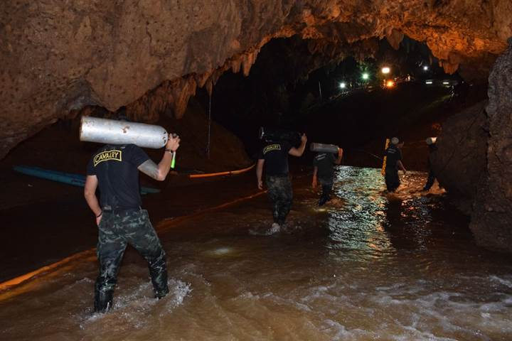 Tayland'da mağarada mahsur kalan çocukların tüm hikayesi [Güncelleme: 12 çocuk ve antrenör kurtarıldı]