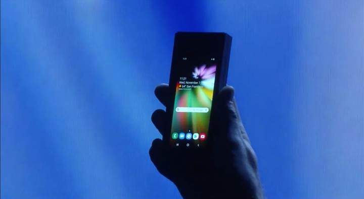 Samsung sonunda katlanabilir telefonunu ortaya çıkardı