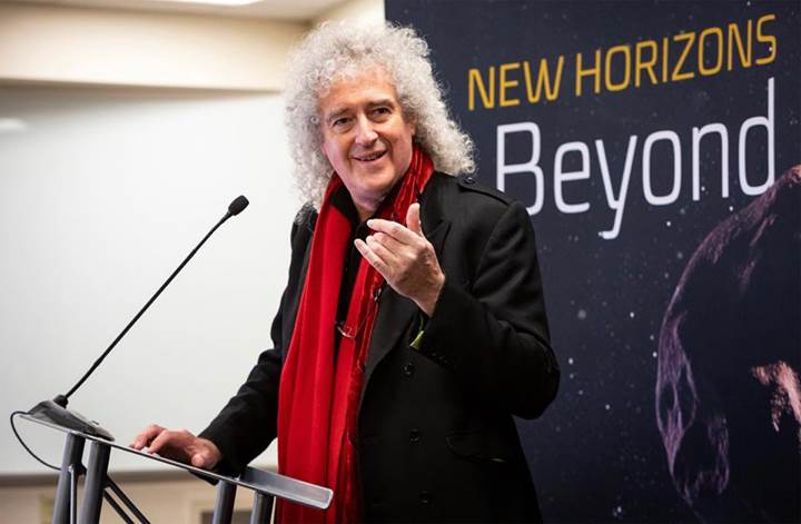 Queen grubunun gitaristi Brian May'den New Horizons şarkısı