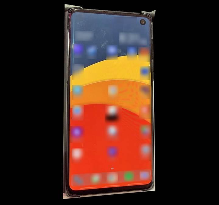Samsung Galaxy S10'un tasarımını gösteren bir fotoğraf yayınlandı