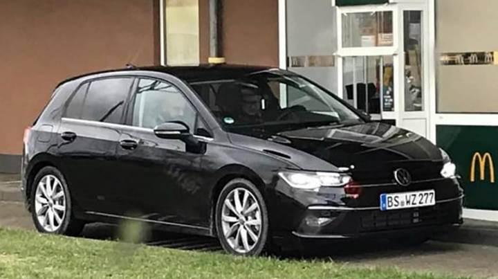 Yeni Volkswagen Golf (Mk8) kamuflajsız olarak görüntülendi