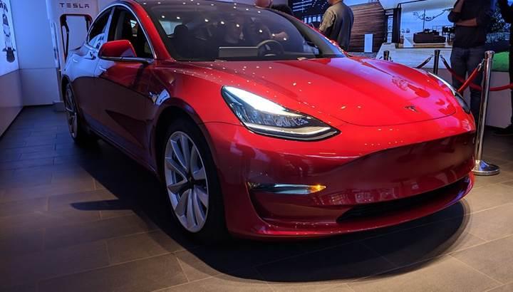 Tesla, ihtiyaç olmadığı gerekçesiyle elektrikli otomobillerindeki periyodik bakımı kaldırdı