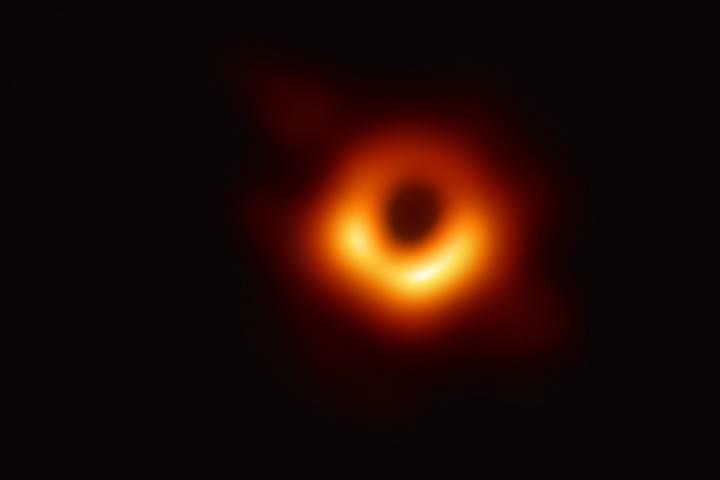 Kara deliğin fotoğrafını çeken ekipte bir Türk: Feryal Özel