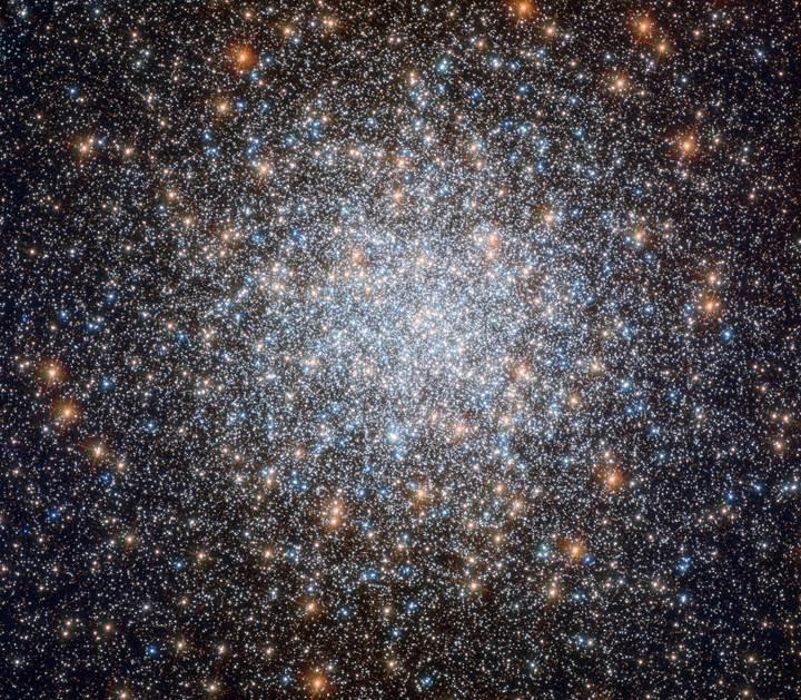 Hubble, gökyüzünün en parlak yıldız kümesini görüntüledi