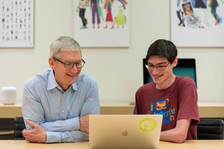 Apple CEO'su Tim Cook: Kod yazmanın daha küçük yaşlarda öğretilmesi gerekiyor