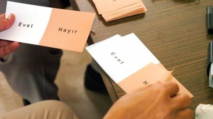Referandum 2017 uygulamaları mobil mağazalarda yer aldı