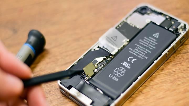 Yavaşlayan iPhone'ların ülkemizdeki pil değişim ücreti belli oldu