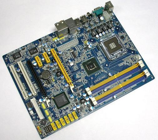 Intel'in P43 yonga setini kullanan anakartlar ufukta göründü