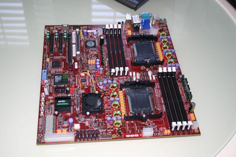 AMD'nin 45nm sunucu işlemcileri için hazırladığı yeni anakartı göründü