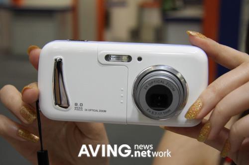 Canon görüntü işlemcisini kullanan 8MP kameralı cep telefonu