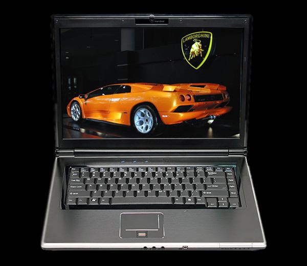 PC MicroWorks'ün yeni dizüstü bilgisayarı dört çekirdekli mobil işlemcisiyle dikkat çekiyor